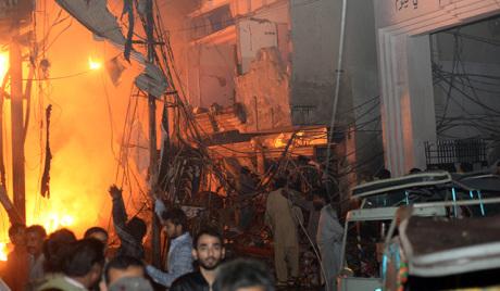 Powerful car bomb kills at least 25, injures 90 in Pakistan
