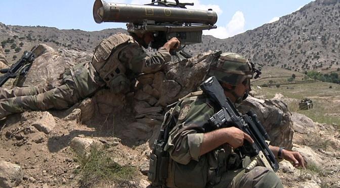 FLASHBACK – Des soldats français tuent des villageois afghans, dont des enfants, et se marrent