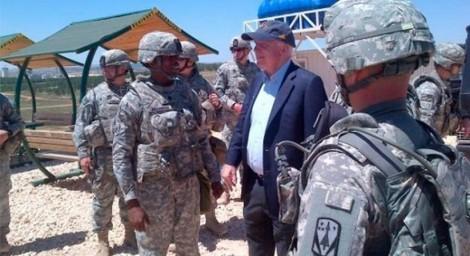 McCain en Turquie, peu de temps avant son entrée en Syrie