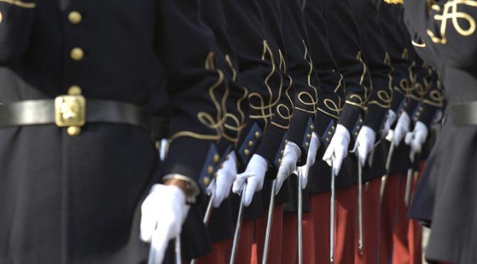 Des haut-gradés de l'armée française rêvent-ils d'un putsch contre le gouvernement ?