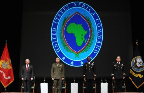 (L-R) US Defense Secretary Robert Gates,