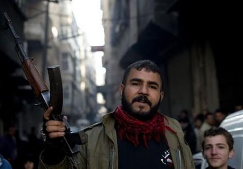 489785_un-rebelle-syrien-dans-la-ville-septentrionale-d-alep-le-9-decembre-2012