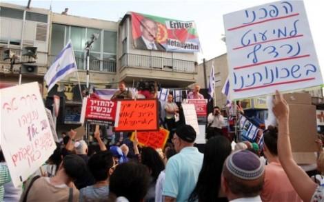 En mai 2012, Tel Aviv a été touché par les protestations les plus violentes de son histoire récente, après que plus de 1000 Israéliens soient descendus dans les rues dans le sud de la ville pour exiger l'expulsion des immigrés africains et des demandeurs d'asile