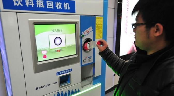 À Pékin, le métro se paie en échange de bouteilles en plastique