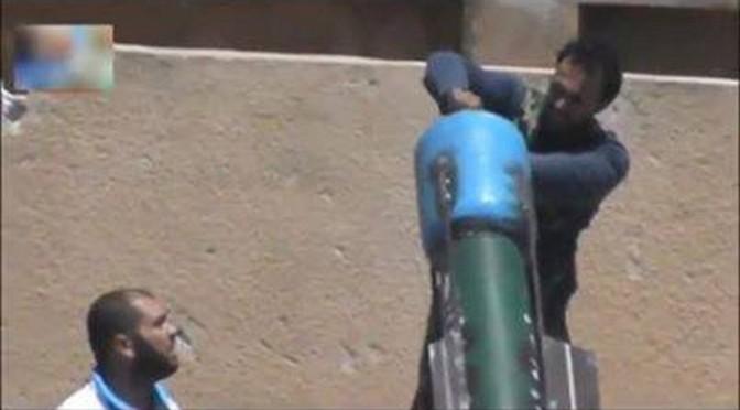 Syrie: des terroristes entrain de tirer des obus chimiques (vidéo)