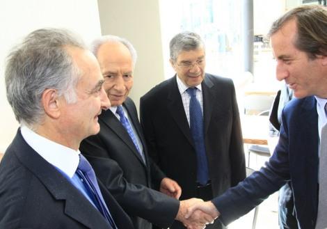Christophe Bigot (à droite) avec Shimon Peres et Jacques Attali
