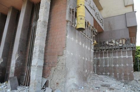 Bâtiment détruit à côté du mur du Caire.
