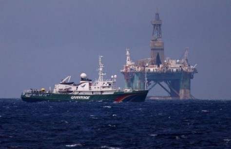 greenpeace-bezet-boorplatform-van-gazprom-id4891813-620x400