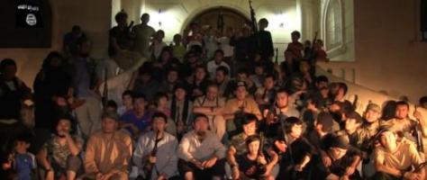 """Photo """"de famille"""" d'hommes et d'enfants kazakhs en armes."""