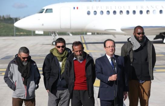 hollande-otages-francais-sahel-arrivee