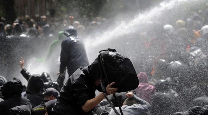 Alerte ! Plus de 100 policiers blessés dans des heurts avec des manifestants à Hambourg