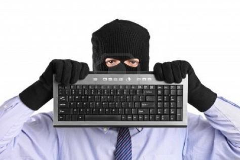 8711729-un-hacker-avec-masque-de-vol-a-main-tenant-un-clavier-isole-sur-fond-blanc