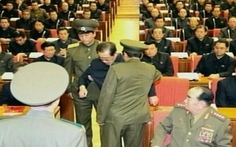 L'arrestation de Jang Song-Thaek filmé par la télévision nord-coréenne.    AFP