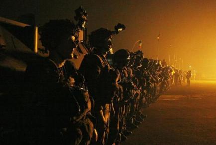 Des soldats français à l'aéroport de Bangui, le 10 décembre 2013