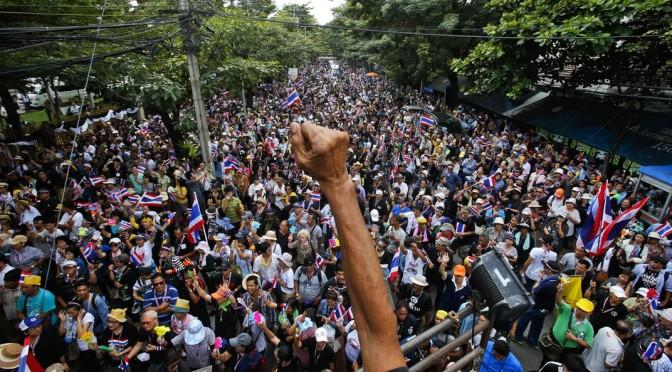 La BBC est ouvertement pro-régime thaïlandais et présente les manifestants comme violents et anti-démocratiques