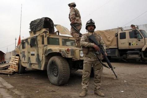 610310-des-soldats-irakiens-a-un-checkpoint-a-l-est-de-bagdad-le-10-janvier-2014