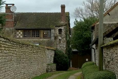 La-maison-de-Dieudonne-a-Mesnil-Simon_scalewidth_460