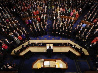 En violation des résolutions 1267 et 1373 du Conseil de sécurité, le Congrès des États-Unis a voté le financement et l'armement du Front al-Nosra et de l'Émirat islamique d'Irak et du Levant, deux organisations relevant d'Al-Qaïda et classées comme « terroristes » par les Nations Unies. Cette décision est valide jusqu'au 30 septembre 2014.