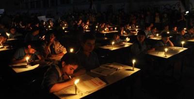 Des écoliers palestiniens privés d'électricité à cause du blocus israélien de la bande de Gaza